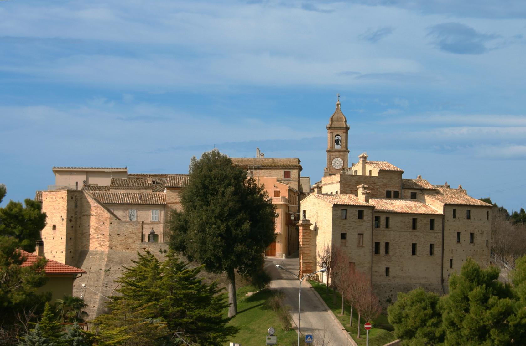 vista-ALTIDONA-dal-Borgo-S-Giovanni